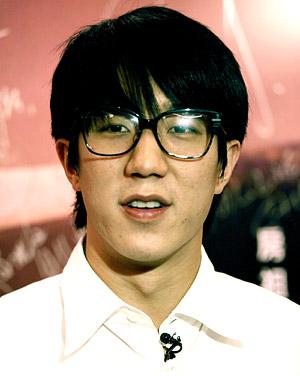 Hijo de Jackie Chan prefiere la m�sica que el cine