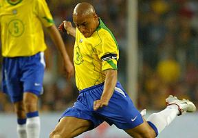 F�sicos explican c�mo fue posible el gol m�s impresionante de Roberto Carlos