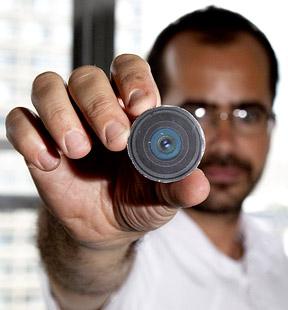Artista estadounidense cumpli� su objetivo y se implant� una c�mara en la nuca