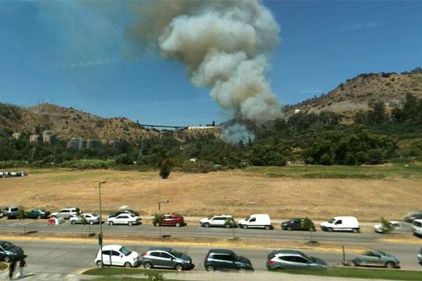 Incendio en La Pir�mide amenaza inmuebles y provoca cortes de luz