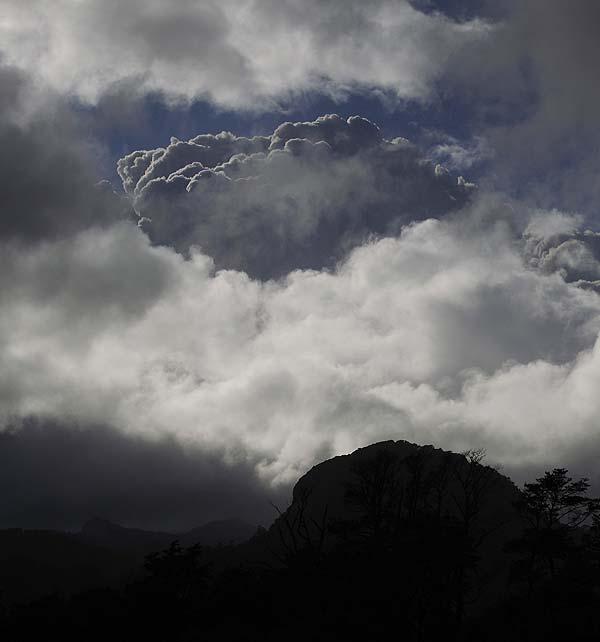 Nube de cenizas del cord�n Caulle alcanza Uruguay y obliga a cancelar vuelos