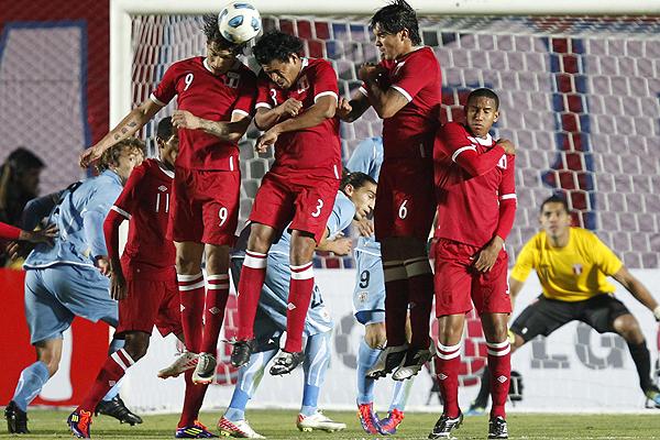 Uruguay y Perú repartieron puntos en la apertura del grupo C de Copa América