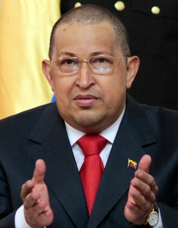 Hugo Chávez luce cabello rapado en juramento de ministros