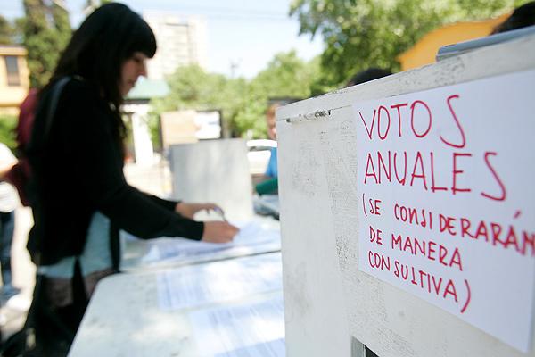 Por leve mayoría, alumnos de la Universidad de Chile rechazan iniciar segundo semestre