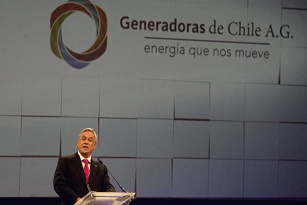 Piñera anuncia interconexión con América Latina en plan energético a 20 años
