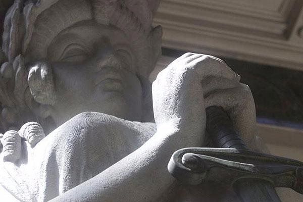 Justicia condena a inmobiliaria por deficiente construcción de edificio en Las Condes