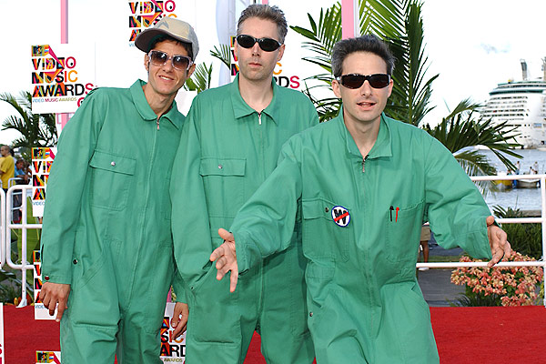 Red Hot Chili Peppers homenaje� al fallecido Adam Yauch