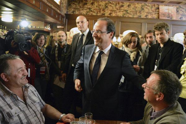 Hollande ganar�a a Sarkozy por 5 puntos, seg�n sondeos belgas y suizos