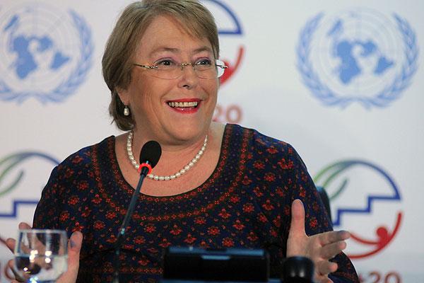 Diario británico alaba a Bachelet: 'Podría traficar pandas y su imagen no se vería dañada'