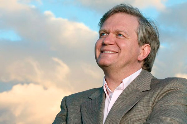 Premio Nobel de Física 2011 visita Chile y realiza conferencias gratuitas
