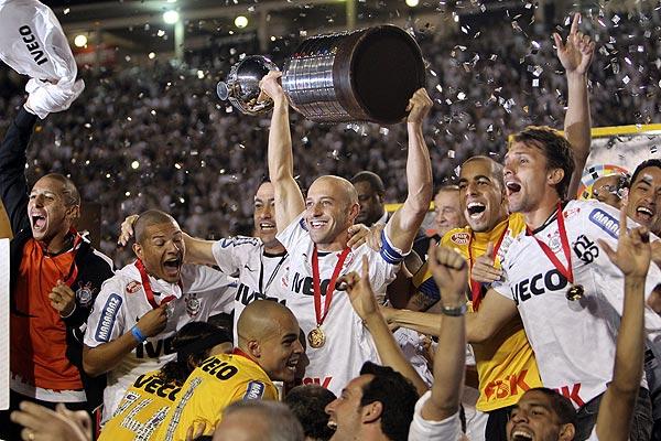 Hist�rico: Corinthians liquida a Boca y gana la Libertadores