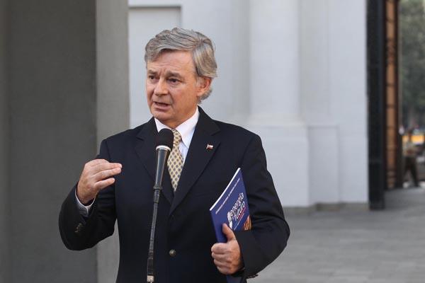 Ministro de Energía asegura que no tenían antecedentes del aumento de capital de Enersis