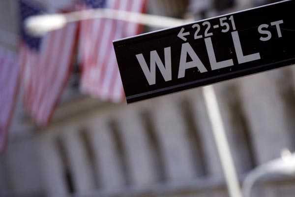 Wall Street cierra a la baja pese a t�tulos de Apple que cierran en nuevo m�ximo hist�rico
