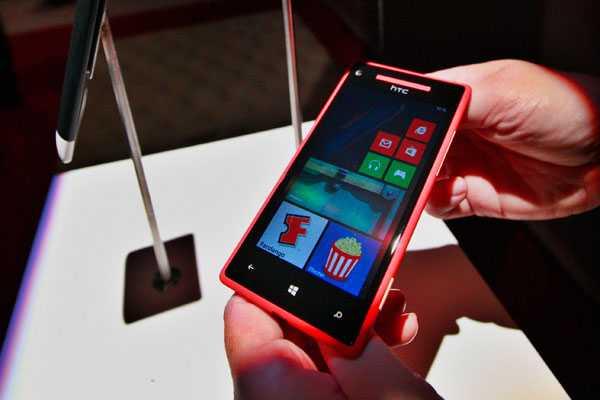 HTC y Microsoft presentan dos nuevos celulares con Windows Phone 8