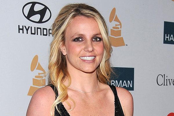 ... Spears en conversaciones para escribir novela ficticia sobre su vida