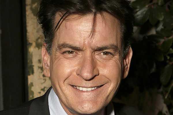 Charlie Sheen le regala US$100 mil a Lindsay Lohan