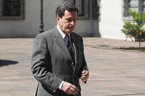 Mesa directiva de RN confirma renuncia a la presidencia presentada por Larra�n