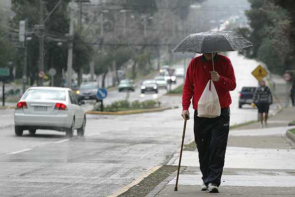 Paraguas en Navidad: Chubascos llegar�an durante la madrugada a la RM