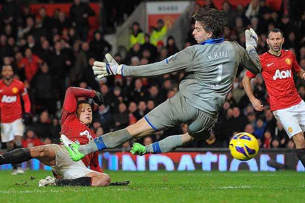 Manchester United logr� ag�nico triunfo sobre Newcastle y extendi� su liderato en Inglaterra