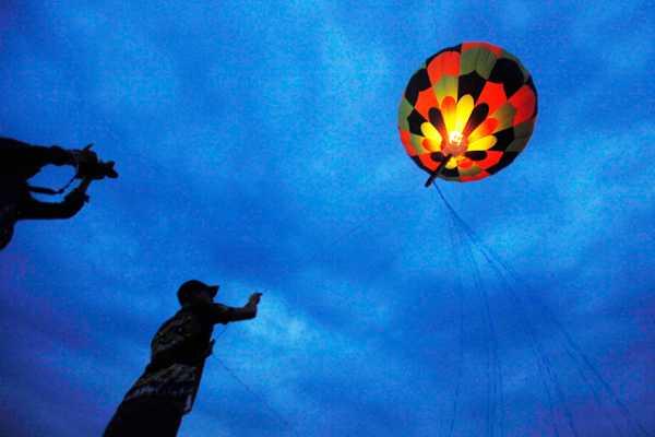 Advierten de fuertes multas por vender o lanzar 'globos de los deseos'