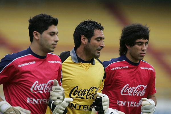 Herrera junto a Claudio Bravo y Nelson Tapia en un entrenamiento.