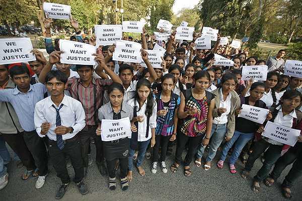 L�deres indios llaman a la calma tras muerte de joven brutalmente violada en autob�s