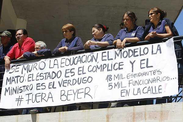 Estudiantes de la U. del Mar toman control administrativo de la instituci�n