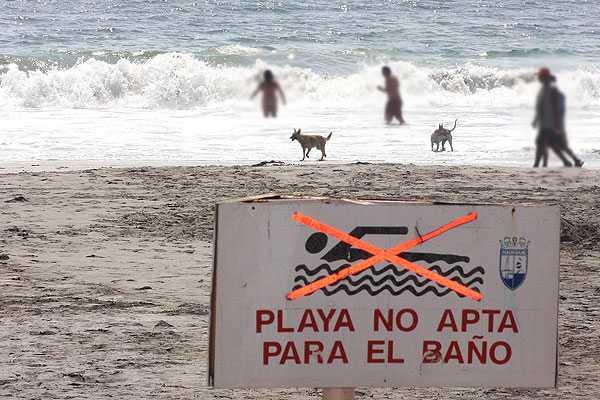 Buscan a ba�istas desaparecidos tras ser arrastrados por oleaje en playa cerca de Iquique