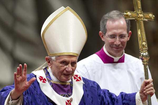 Benedicto XVI denunci� 'hipocres�a religiosa' y 'divisiones internas' en su �ltima misa