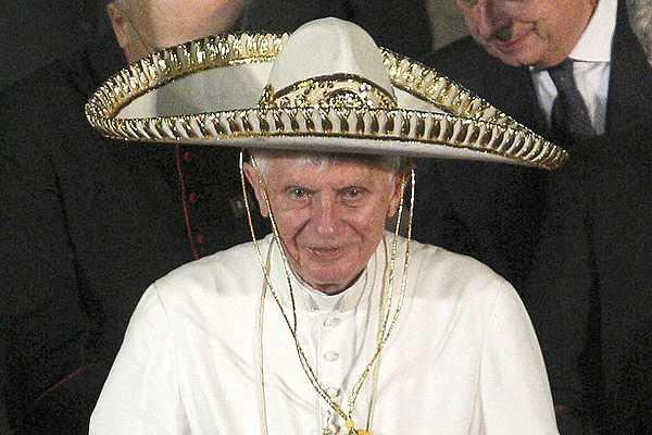 Vaticano admite que Papa se hiri� la cabeza en M�xico, pero eso no influy� en renuncia