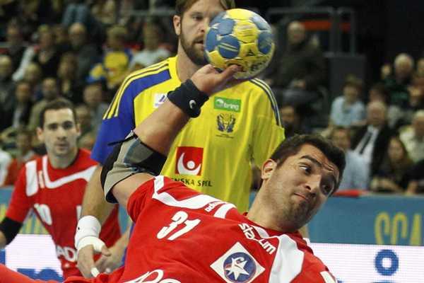 Capit�n de la selecci�n chilena de handball fue internado de urgencia en Alemania