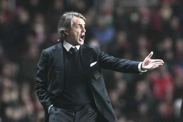 Mancini se molesta con la prensa inglesa por posible llegada de Pellegrini en su reemplazo