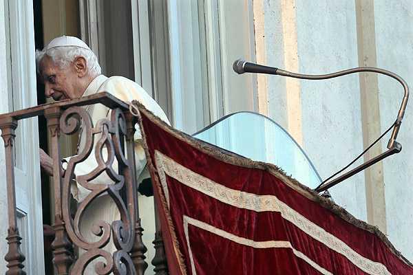 Por primera vez en la historia no hay �ngelus papal con el pont�fice vivo