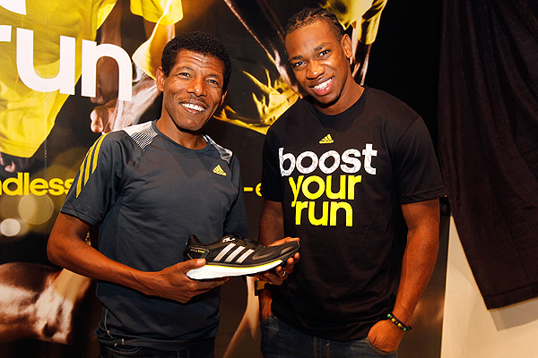 Haile Gebrselassie y Yohan Blake, en el lanzamiento de la Boost en Nueva York.
