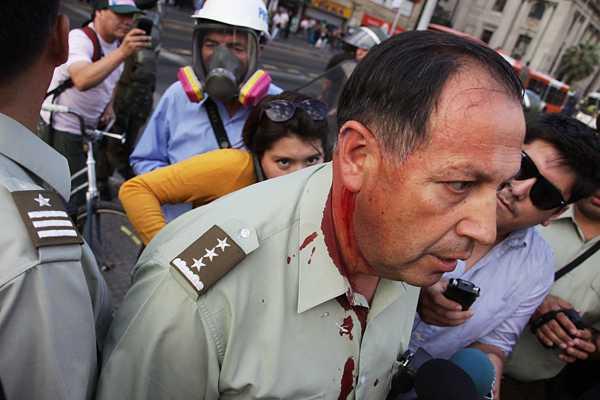 Coronel de Carabineros fue herido en disturbios tras marcha por D�a de la Mujer