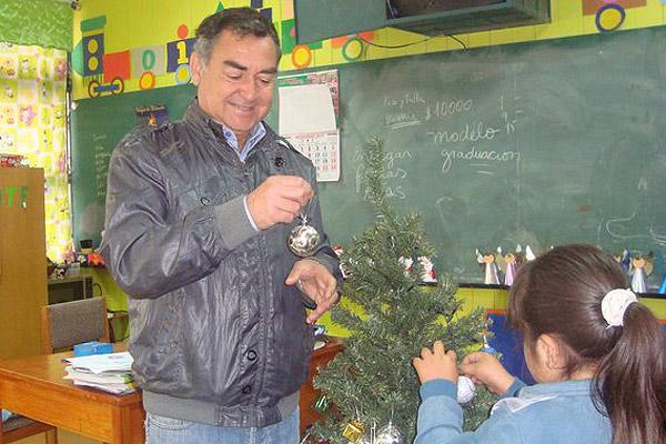 A Carlos Herrera su padre lo ech� de la casa cuando supo que se cambi� de Ing. en Minas a P�rvulos.