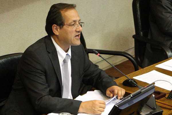 Beyer ante acusaci�n constitucional: 'No tiene fundamento, tiene uso pol�tico'