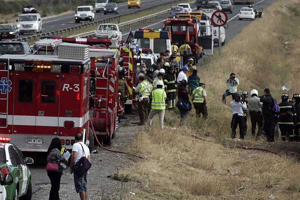 Tres muertos en choque entre cami�n y ambulancia en Caldera