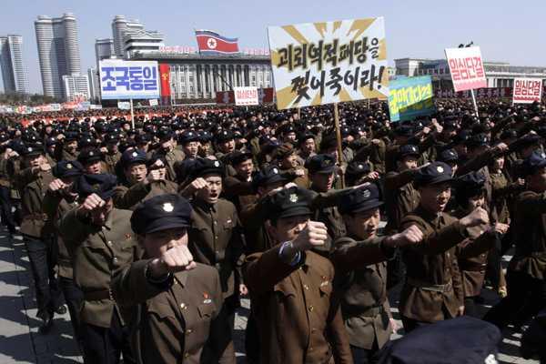 Manifestantes salen a la calle en Norcorea por posible ataque de EE.UU.