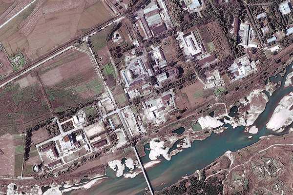 Norcorea pone en marcha un reactor nuclear que detuvo en 2007