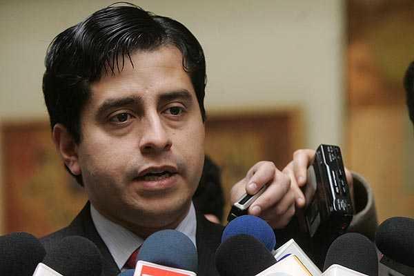Diputado Araya: RN y la UDI deben explicar elecci�n de Vel�squez en testera de la C�mara