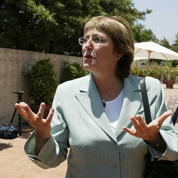 De la 'desigualdad' al 'paso': Similitudes y diferencias de la Bachelet candidata de 2004 y 2013