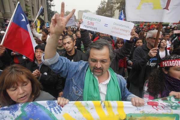 Ecologistas exigen a Bachelet que explique su respaldo a proyectos como Pascua Lama