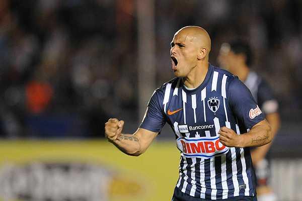 Humberto Suazo es el jugador mejor pagado del f�tbol mexicano seg�n 'Forbes'