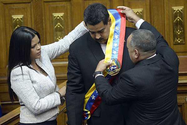 Maduro jura en nombre de Ch�vez como presidente de Venezuela