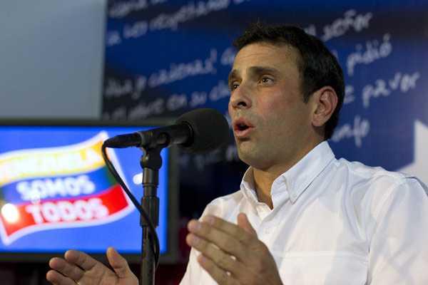 Capriles dice que Maduro fue a Cuba a recibir l�nea de su 'jefe'