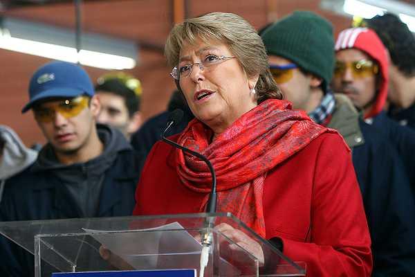 Oposici�n inscribe candidaturas presidenciales para las primarias ante el Servel