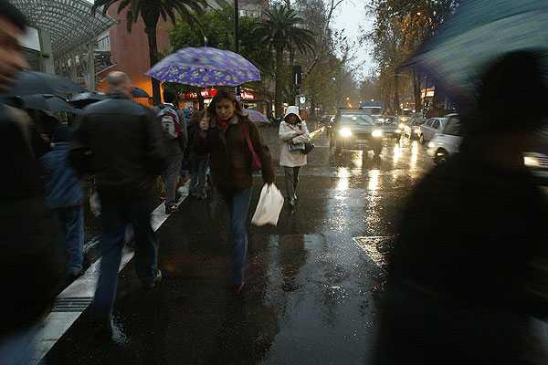 Lluvia llegar� al final del d�a en la zona central e ir� acompa�ada de fuertes vientos
