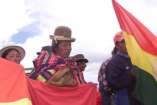 Fiscal�a indaga condici�n legal de 102 bolivianos que trabajan en Molina
