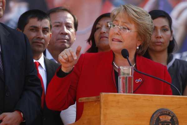 Bachelet insiste en pedir primarias a la oposici�n tras disputa interna del PS en Los Lagos